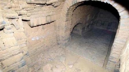 古墓深藏九龙洞内, 数条古蛇守护, 异象不断, 考古专家多次被吓退!