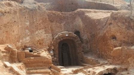 考古专家费劲全力耗时几年才打开棺盖, 结果里面的东西把在场所有人吓得落荒而逃