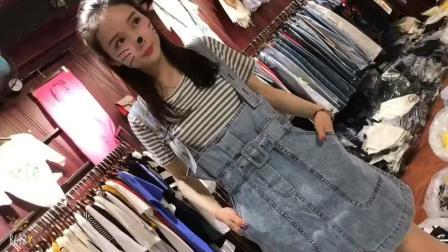 服装批发市场遇到的试衣美女, 那个眼神感觉自己恋爱了!