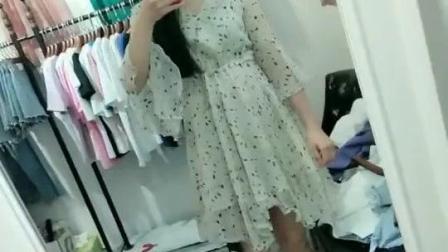 服装批发市场美女就是的多, 随便一拍都是美女!
