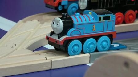 托马斯小火车之拼装托马斯木质轨道玩具动画视频