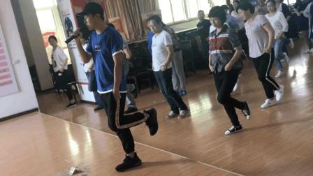 鬼步舞教学基础步一: 后退、前踢、后蹬奔跑, 坚持10分钟就能学会