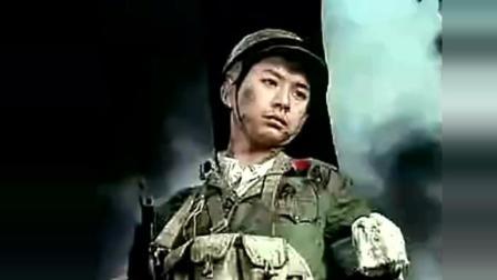 老山前线阵地可爱战士中枪屹立不倒, 等到战友冲上来之后壮烈倒下