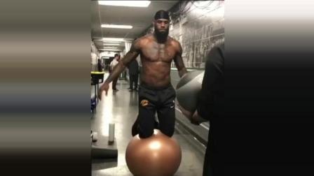詹姆斯为什么能成为现役NBA的领军者, 看完这段视频终于懂了