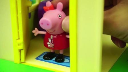 小猪佩奇参观新房子和猪猪侠之五灵守卫者玩具试玩