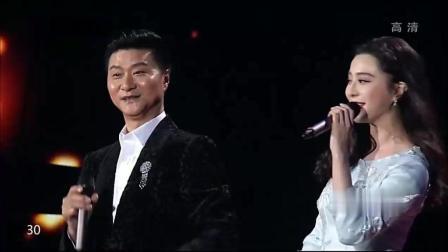 范冰冰罕见和爸爸同台演唱《爱里的心》, 和李晨台下撒狗粮