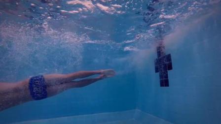 自由泳转身技巧教学3