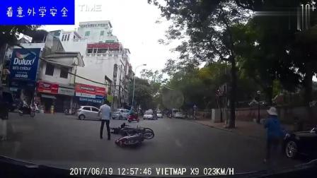 男子骑着摩托车不走寻常路, 最后意外发生