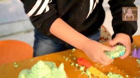 亲子游戏 diy互动游戏 花园宝宝 过家家水果切切看 之小朋友用太空沙做蛋糕【49】