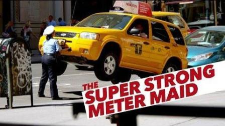 警察抬车整蛊路人恶作剧【The Super Strong Meter Maid】