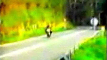 看摩托车如何转弯的