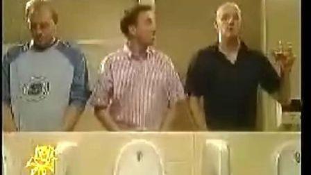 搞笑视频 发生在厕所里的好人好事