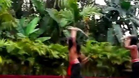 最新的孔雀舞!!各种招啊!!