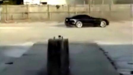 黑色的奔驰迈凯伦SLR玩车