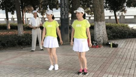 最新双人鬼步舞《十二连》, 2位老师配合默契, 跳的快飞起来