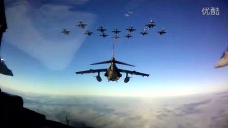 一个很美的鹞式战斗机飞行片段