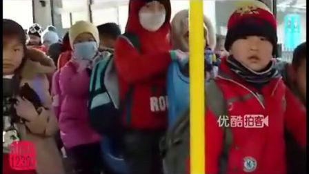 【拍客】新校车进学校小学生安全有保障