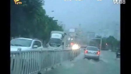 【阳江新闻】雨季到雨水多 未来几天仍有大到暴雨 市区多处道路出现水浸街