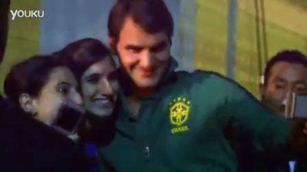 2012费德勒在巴西 签名时球迷激动尖叫场面超热烈