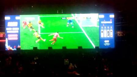 西安陕西省体育馆是世界杯球迷的天堂, 这里有足球啤酒美食, 真是球迷的天然聚集地