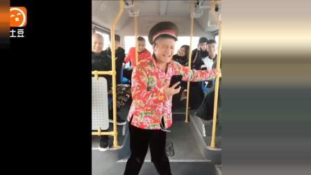农村美女坐公交, 太逗了, 笑喷一车人