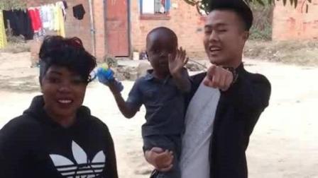 有个中国老公就是好, 中国话说的溜溜的!