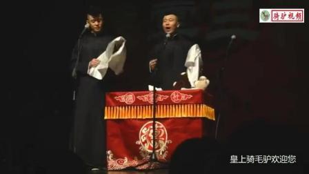 两位年轻搞笑相声演员 给台下观众笑的!