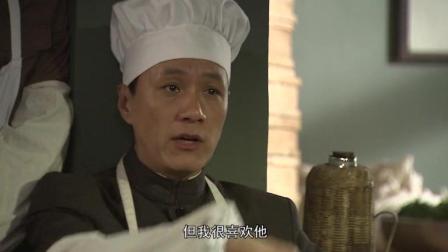 南易在食堂开会, 潘斌龙所饰演的杨小东嘴够贫的