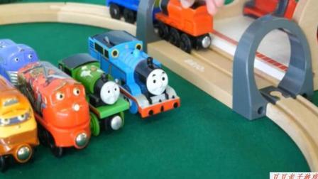 托马斯小火车玩具轨道组装视频 托马斯和他的朋友们动画