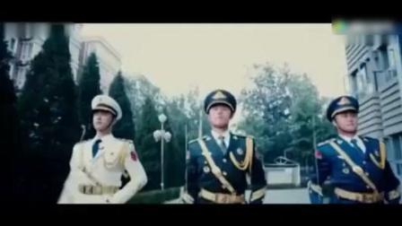 中国三军仪仗队一出场, 外国士兵纷纷围观, 这场面太给国人长脸了