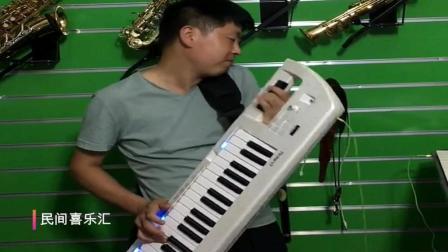 大叔用一种像电子琴又像吉他功能的奇怪的乐器演奏, 你认识吗?