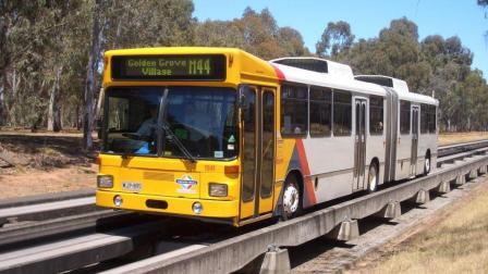 开上轨道的公交车, 时速100公里, 成为全球最快公交!