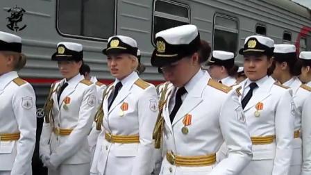 这是平时的俄军女兵, 在《喀秋莎》的歌声中依旧英姿飒爽