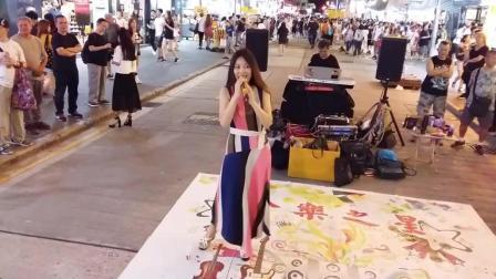 香港街头艺人演唱歌曲 明天你是否依然爱我 好嗓音太好听了