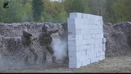 俄特种部队5米内实弹互射和交替掩护, 让战友的子弹从耳边飞过