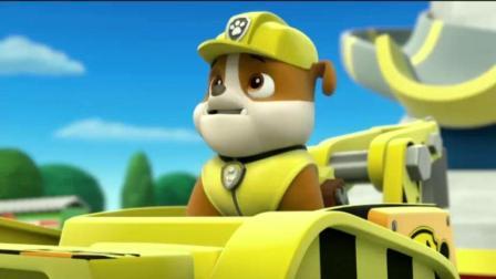 《汪汪队立大功》巨人雅力把小力送上卡车, 他还不知道自己就是紧急事件呢