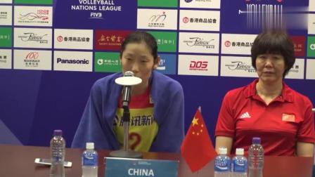 中国女排3-0完胜日本女排! 朱婷评价年轻队员, 看看队长怎么说