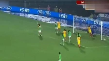 中国女足对战墨西哥女足时, 王霜踢出了逆转球, 成为足球黑马!