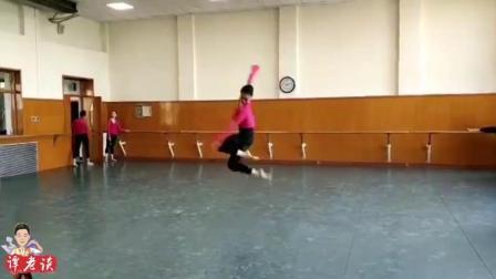为什么北京舞蹈学院出了个舞蹈网红班, 看完他们平常练功就知道了