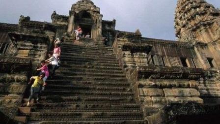 吴哥窟设置75度陡台阶, 背后意义令人深思!