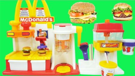 麦当劳汉堡机制作牛肉香肠汉堡套餐