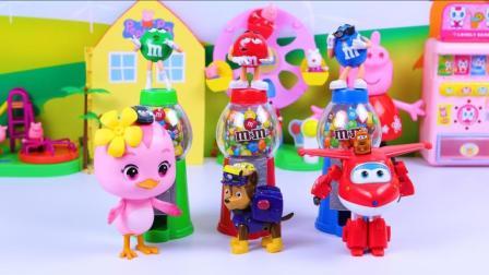 超级飞侠在m豆糖果机里发现了汽车总动员奇趣蛋玩具