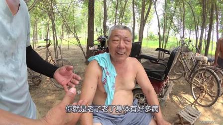 69岁农村大爷, 没有老婆孩子, 他是怎么生活的呢?
