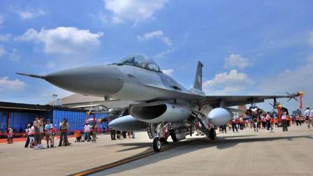 美国欲向菲律宾出售F16战机, 菲律宾的回应让美国尴尬不已!