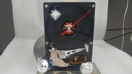 DIY用硬盘魔改一个朋克时钟模型