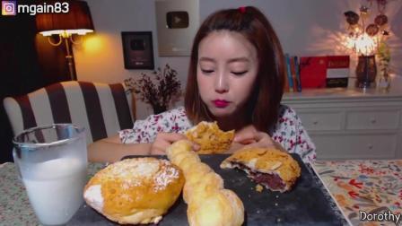 欧尼小姐姐 吃不同口味的面包 吃播