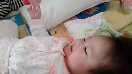 6个月的小宝宝, 长得水灵水灵的, 一笑心都融化了!