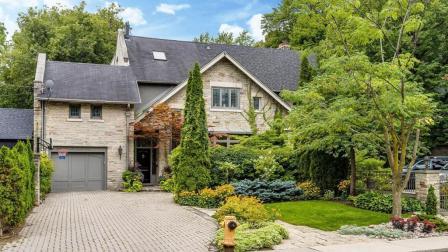 欢迎回家: 拥有最美后花园+私人泳池, 加拿大南后街123号英伦风别墅住宅