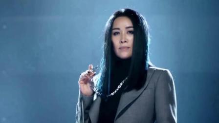 中国好声音冠军, 沦落至街头卖唱, 不知是否后悔当初的选择!