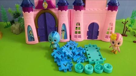 《萌鸡小队》朵朵跟欢欢拼玩具车, 小朋友要不要学一下啊!